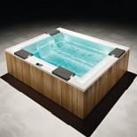 Badepool Zen | 280x235 | mit Ghost-System und Beleuchtung und Holzverkleidung