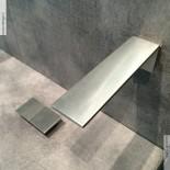 Zweigriff-Tischmischer 5mm mit Wandauslauf | Edelstahl gebürstet  | Präsentation Cersaie