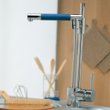 Treemme Küchenarmatur 5500 | chrom | schwenkbare Handbrause Griff blau
